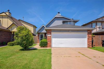 Moore Single Family Home For Sale: 2117 Lakecrest