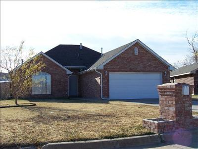 Moore Single Family Home For Sale: 600 NW 20th Street