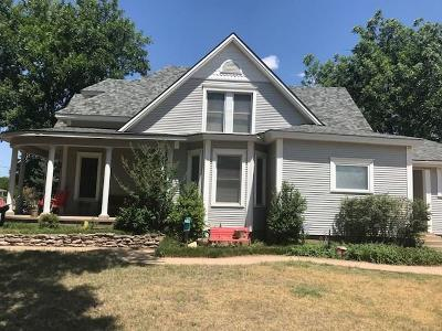 Mangum OK Single Family Home For Sale: $159,000