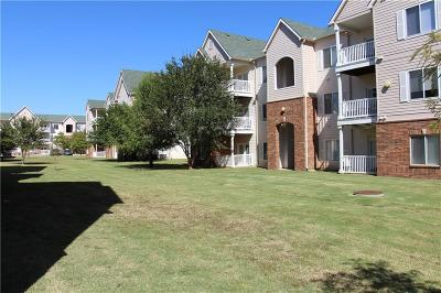 Norman Condo/Townhouse For Sale: 2200 Classen Boulevard #8132