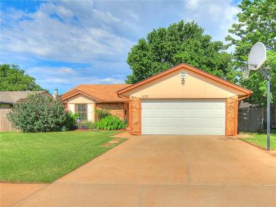 Moore Single Family Home For Sale: 1113 Leafhurst