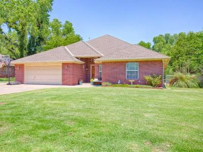 Oklahoma City Single Family Home For Sale: 8004 Westwood Lane