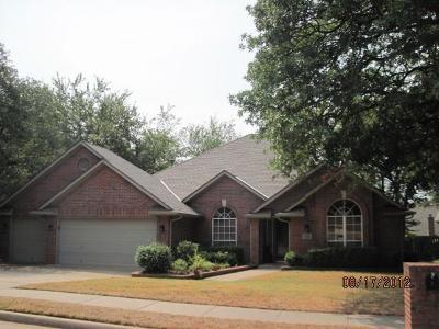 Edmond Single Family Home For Sale: 716 Redvine