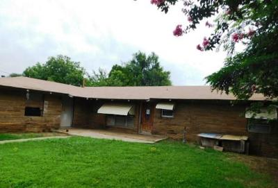 Midwest City Single Family Home For Sale: 1504 N Douglas Boulevard