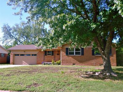 Altus Single Family Home For Sale: 209 S Cardinal Circle