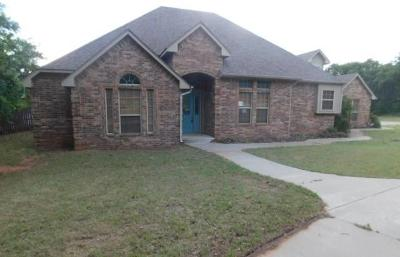 Blanchard OK Single Family Home For Sale: $253,000