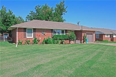 Single Family Home For Sale: 1404 S Miles