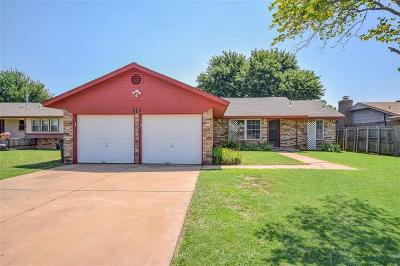 Moore Single Family Home For Sale: 212 S Silver Leaf Drive