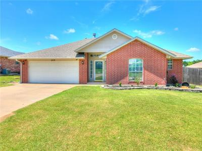 Single Family Home For Sale: 1809 N Shawnee Trail