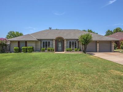 Oklahoma City Single Family Home For Sale: 2717 Camelot