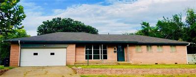 Shawnee Single Family Home For Sale: 717 N Tucker Avenue