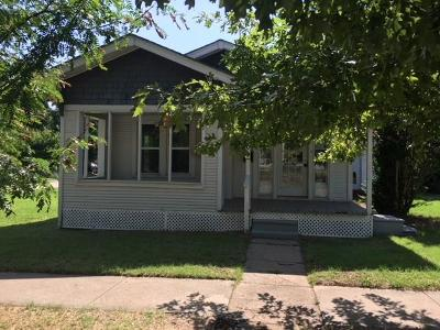 Canadian County Single Family Home For Sale: 201 S Hoff Avenue