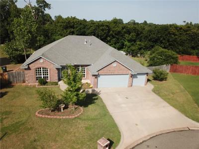 Midwest City Single Family Home For Sale: 222 Stoneridge