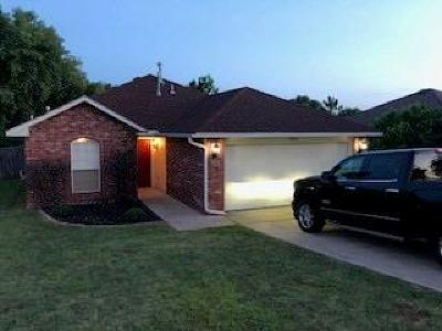 Noble Single Family Home For Sale: 514 Woodbriar