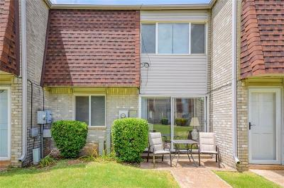 Norman Condo/Townhouse For Sale: 215 Justin