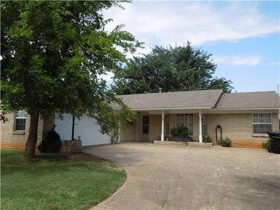 Moore OK Single Family Home For Sale: $142,000