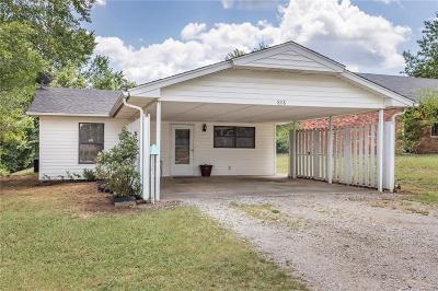 Tecumseh Single Family Home For Sale: 808 E Walnut Street