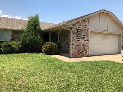 Moore Single Family Home For Sale: 2305 Crystal Drive