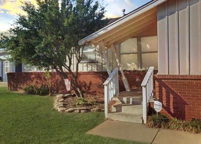 Altus Single Family Home For Sale: 130 Sumner Drive