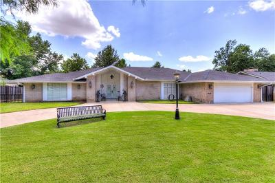 Single Family Home For Sale: 2640 W Country Club Drive