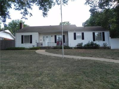 Guthrie Single Family Home For Sale: 409 E College