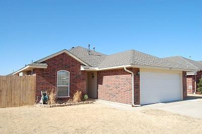 Moore Single Family Home For Sale: 4021 Queens Drive