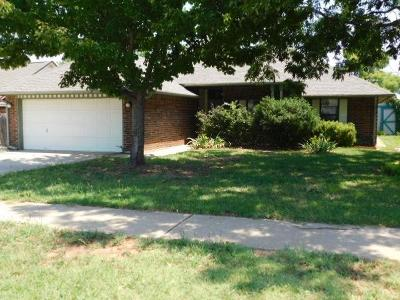 Moore OK Single Family Home For Sale: $101,000
