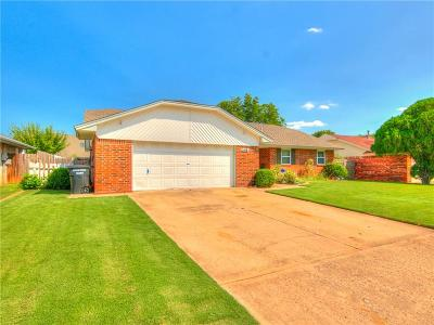 Moore Single Family Home For Sale: 1416 Winding Creek