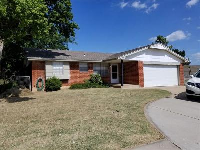 Moore Single Family Home For Sale: 1065 NW 6th Street