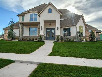 Edmond Single Family Home For Sale: 608 Newport Bridge Drive