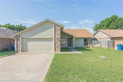 Midwest City Single Family Home For Sale: 9204 Apple Drive