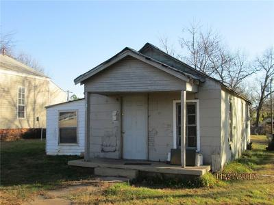 Purcell Single Family Home For Sale: 624 W Apache Street