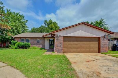 Moore Single Family Home For Sale: 1137 NW 7th Street