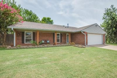 Edmond Single Family Home For Sale: 208 N Grand Fork Drive