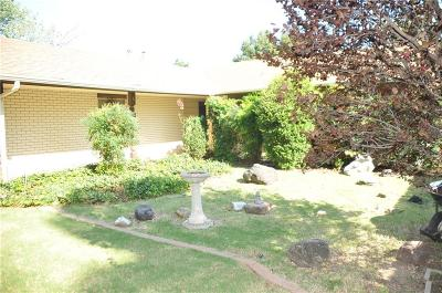 Warr Acres Single Family Home For Sale: 5733 NW 46th