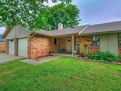 Edmond Single Family Home For Sale: 2101 Castle Rock