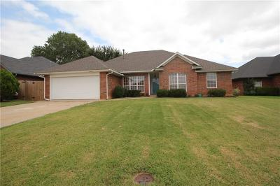 Midwest City Single Family Home For Sale: 673 Crescent Circle