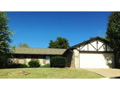 Midwest City Single Family Home For Sale: 1037 Oak Hill Drive
