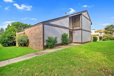 Edmond Condo/Townhouse For Sale: 327 Sundance Lane