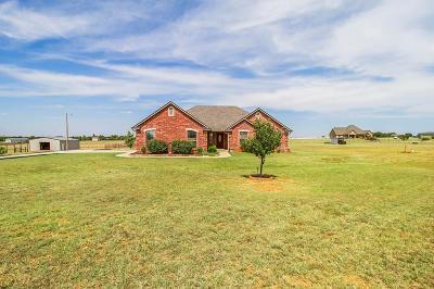 Tuttle Single Family Home For Sale: 2114 E Sooner