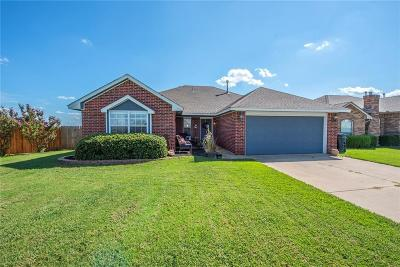 Moore Single Family Home For Sale: 300 40th