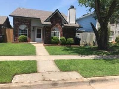 Moore Single Family Home For Sale: 2127 S Robinson