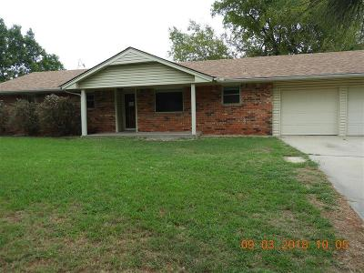 Newcastle Single Family Home For Sale: 1211 NW 1st Street