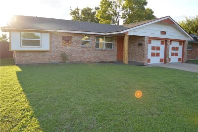 Moore Single Family Home For Sale: 1201 S Howard