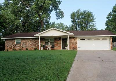 Harrah Single Family Home For Sale: 1701 S Luther Road