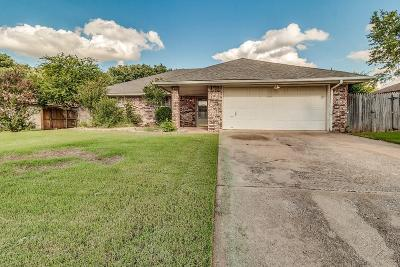 Purcell Single Family Home For Sale: 1214 W Churchill Boulevard