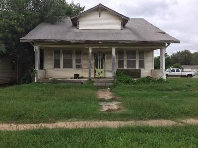 Anadarko Single Family Home For Sale: 402 E Central