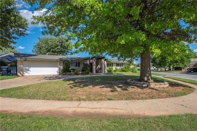 Oklahoma County Single Family Home For Sale: 8508 S Country Club Drive