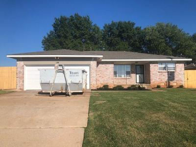 Midwest City Single Family Home For Sale: 144 N King