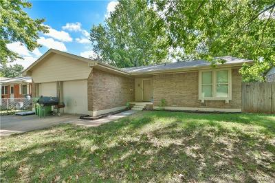 Single Family Home For Sale: 1111 E Willow Place